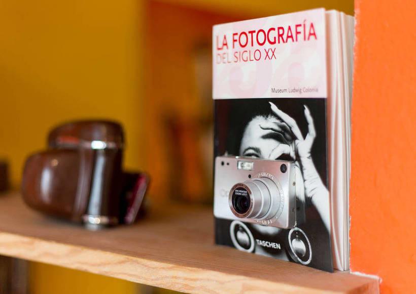 Fotografía del siglo XX (2015. Libro de artista, libro intervenido) 3