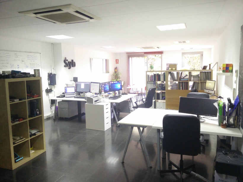 Alquilo 2 mesas de trabajo en despacho diáfano 1