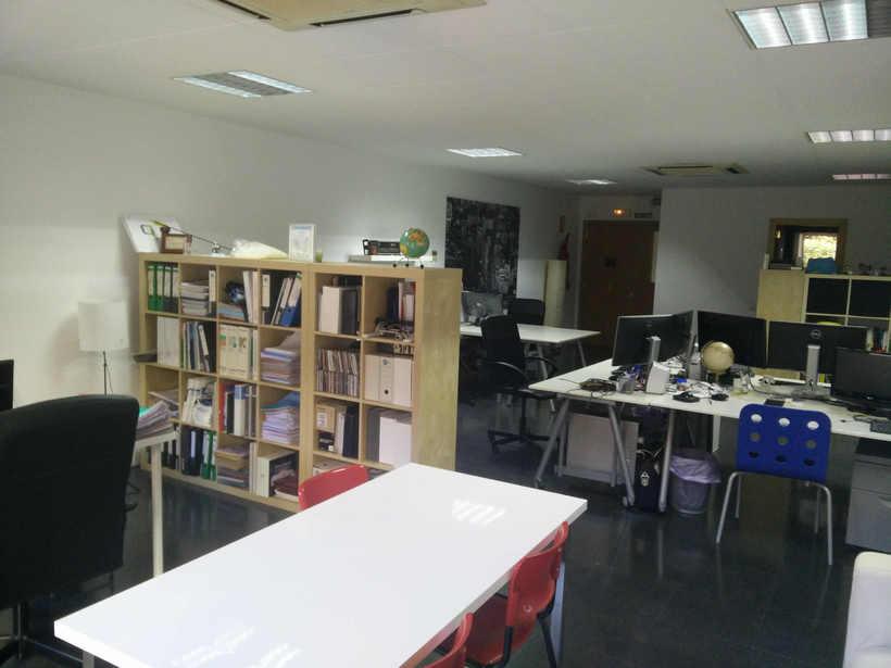 Alquilo 2 mesas de trabajo en despacho diáfano 2
