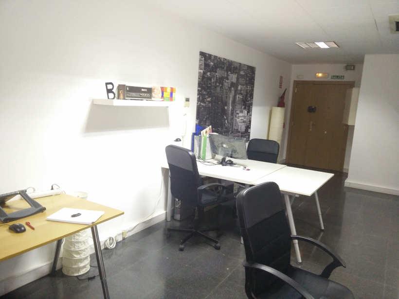Alquilo 2 mesas de trabajo en despacho diáfano 5