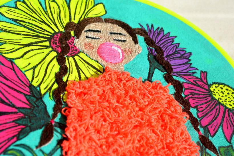 Ilustración bordada sobre la mujer en el mundo 3
