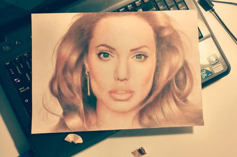 Angelina Jolie en colores -1