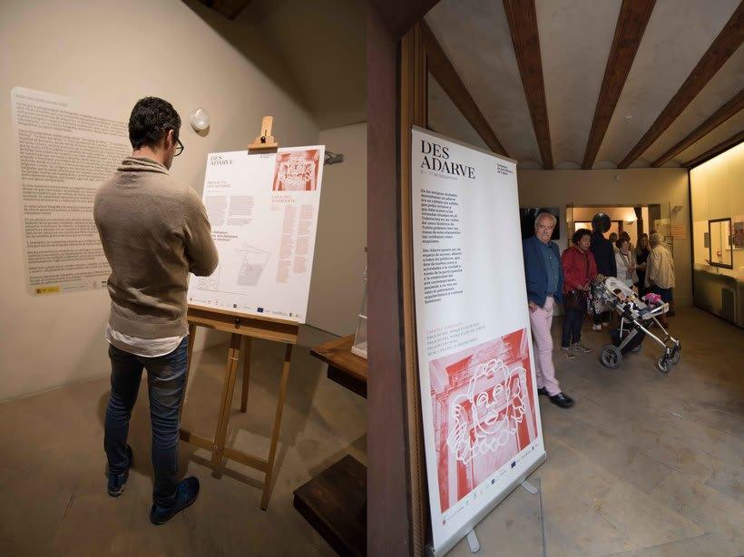Identitat gràfica i material de difusió del festival Des-Adarve 16