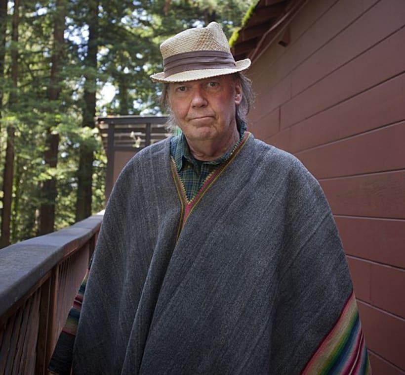 Mi Proyecto del curso: Cartelismo ilustrado. Neil Young toca hoy en mi pueblo. 4