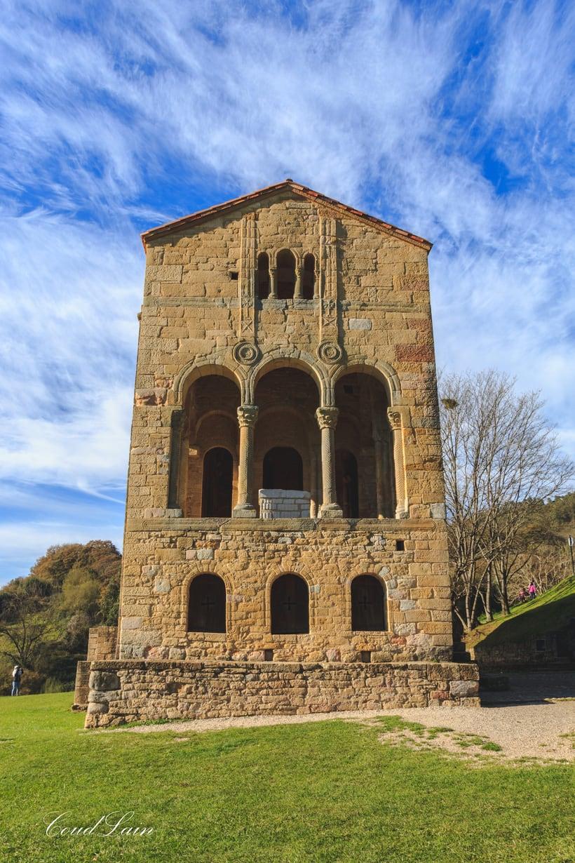 Santa Maria del Naranco, monumento prerromanico de Oviedo - Asturias 2