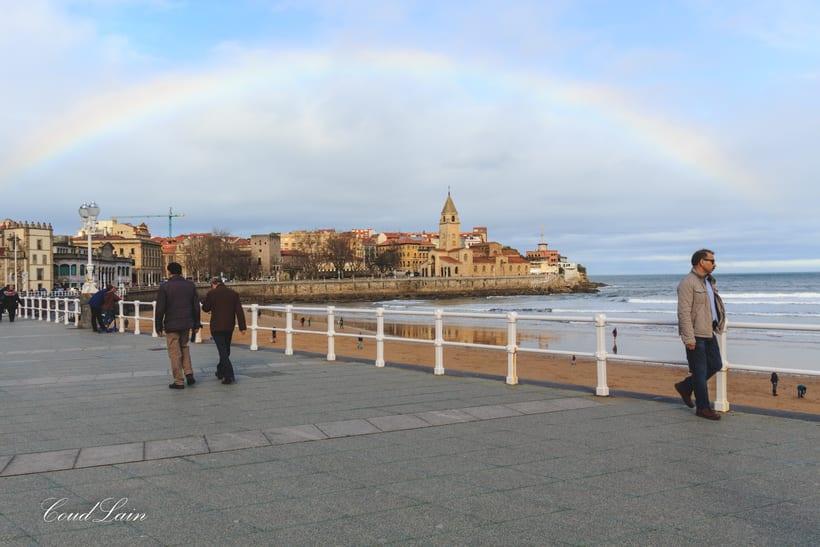 02/01/2018 - Surf en la playa de San Lorenzo de Gijón, Asturias -1