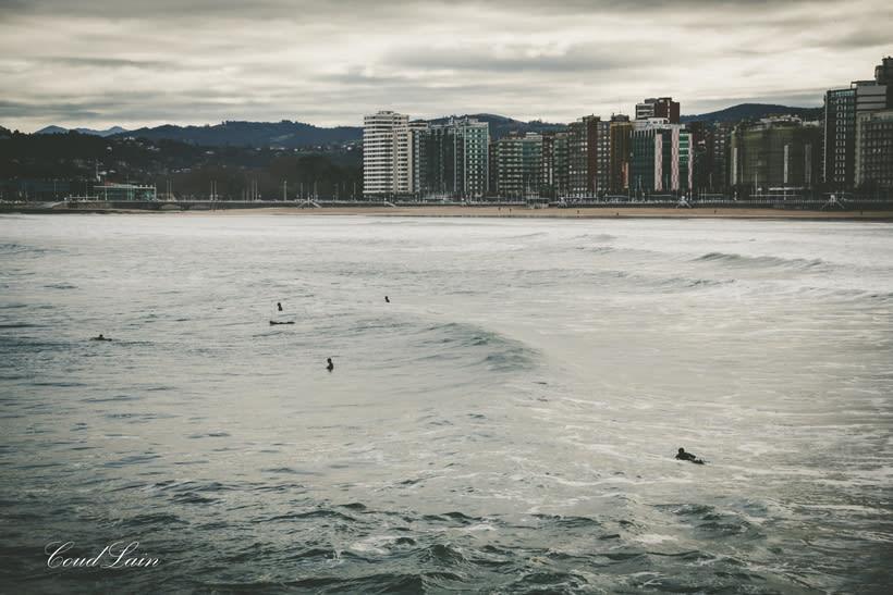 02/01/2018 - Surf en la playa de San Lorenzo de Gijón, Asturias 1