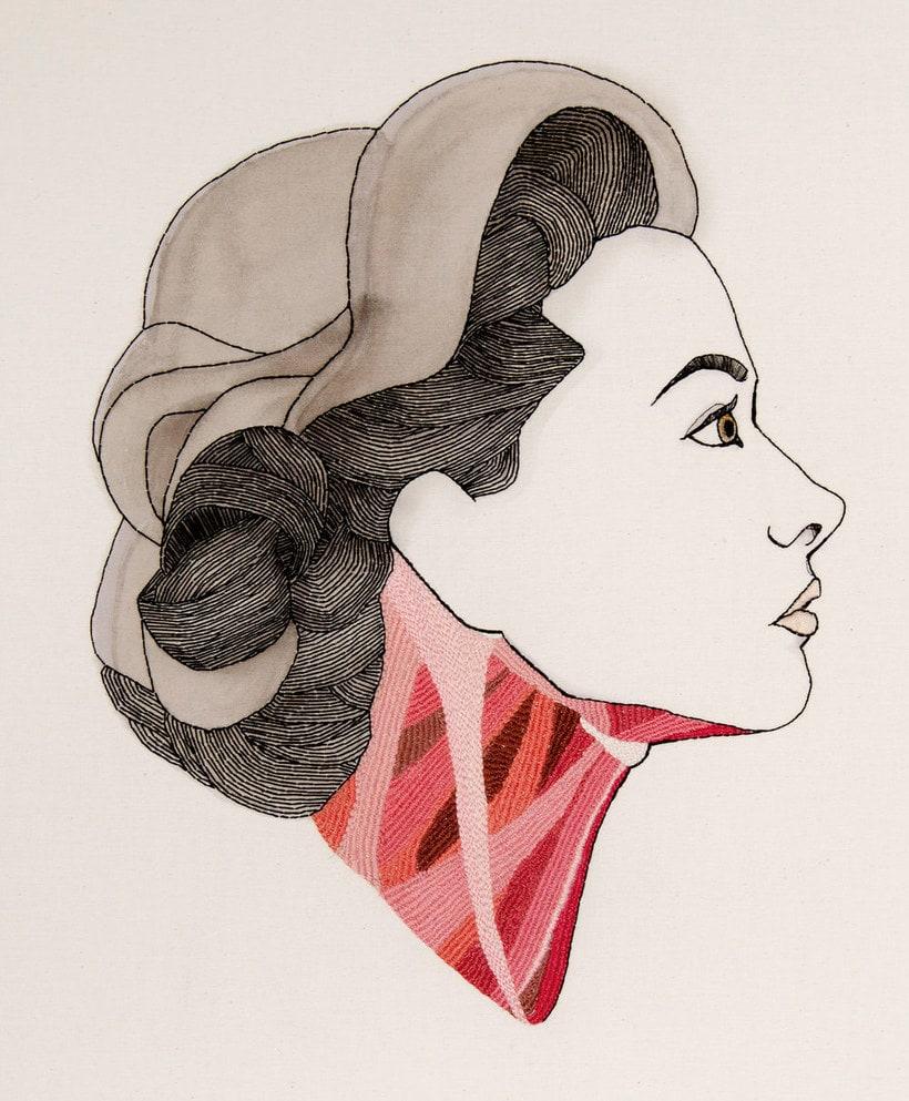 Anatomía femenina bordada con hilo y aguja 3