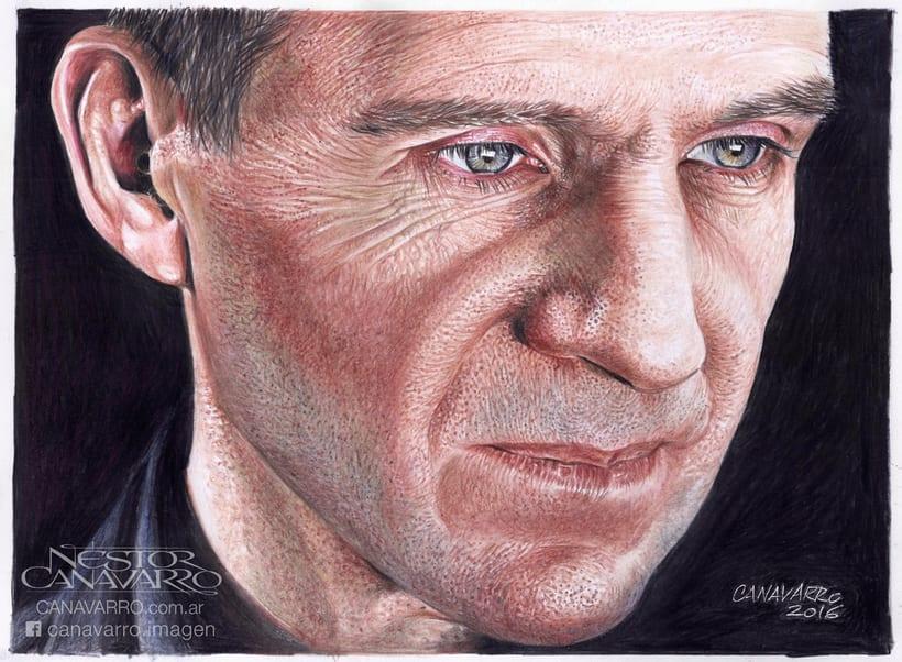 Ralph Fiennes en Lápices de Colores 0