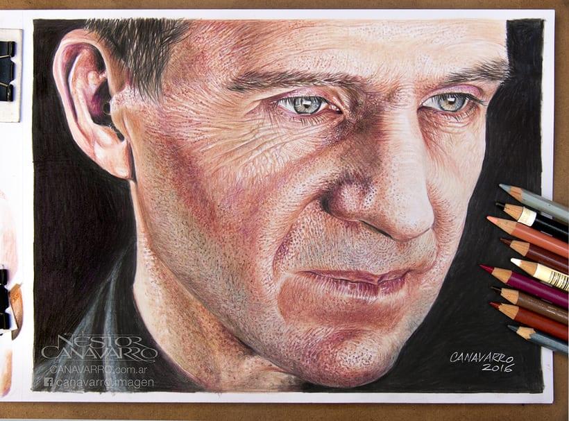 Ralph Fiennes en Lápices de Colores 8