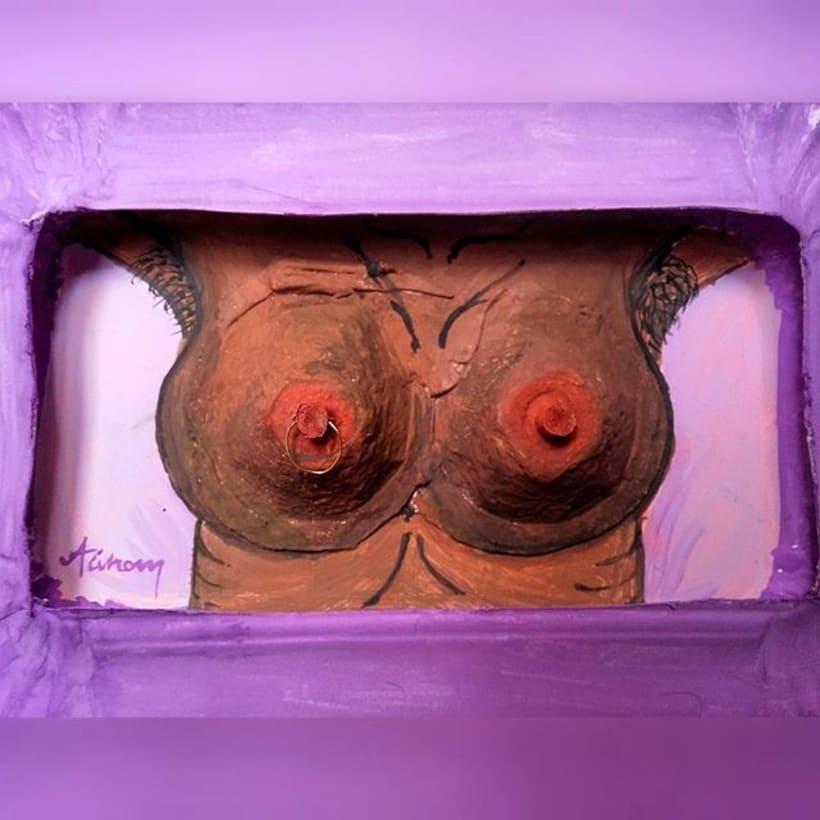 TETAS SIN CENSURA.  reutilizo bandejas de cartòn y otros materiales para dar vida a cuerpos femeninos en 3D.   2