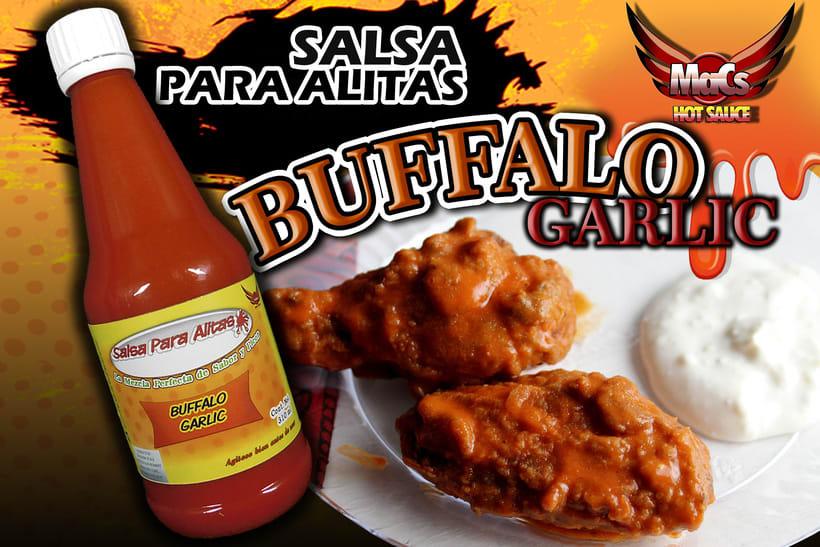 """Diseño de etiqueta de producto, y cartel publicitario. SALSA PARA ALITAS """"Macs Hot Sauce"""" Familia BUFFALO: Clásico, Garlic y Hot. -1"""