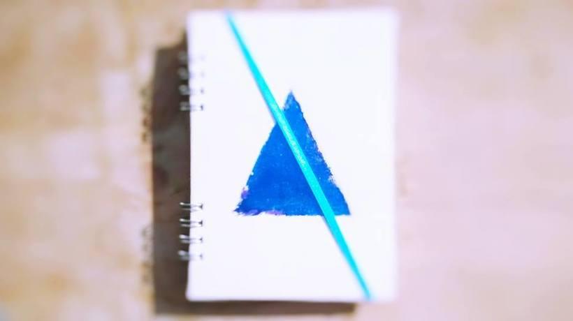 Dedicada al oficio de hacer cuadernos con las manos, y de diseñar 2