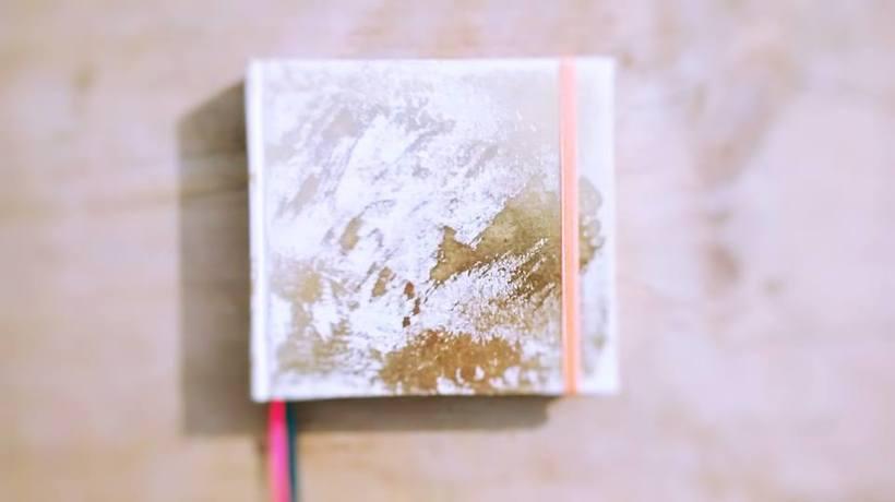 Dedicada al oficio de hacer cuadernos con las manos, y de diseñar 4