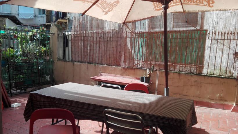 Alquilamos mesa en estudio compartido. 150€. Zona Sant Antoni. Barcelona 3