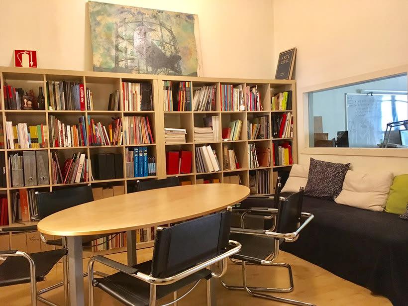 Alquilamos mesa en estudio compartido. 150€. Zona Sant Antoni. Barcelona 4