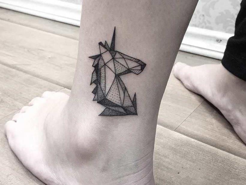Unicornio geometrico Tattoo 0