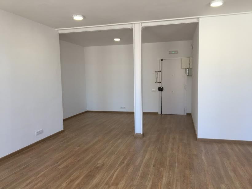 Alquiler de mesas de trabajo en nuevo estudio en Barcelona 3
