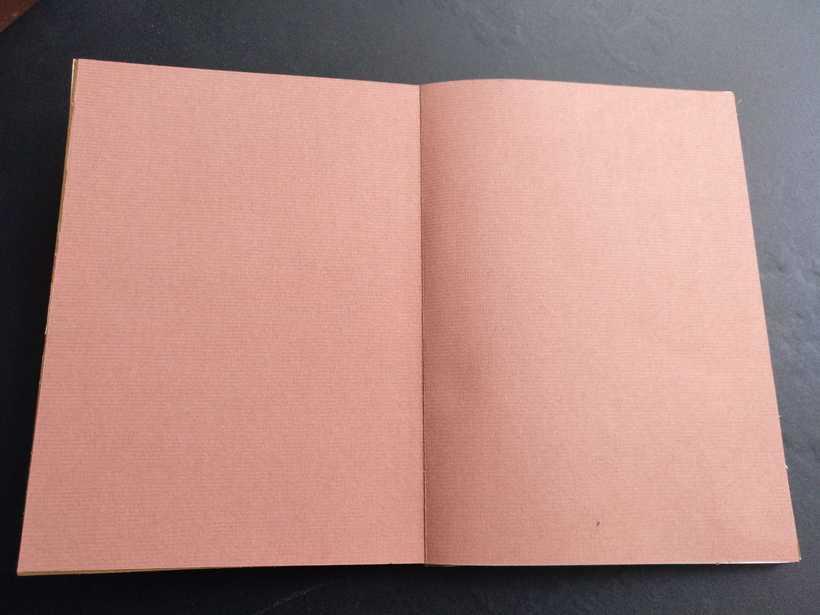 Mi Proyecto del curso: Encuadernación artesanal sin costuras CON LOS PIES EN EL SUELO (Primera Visión) fotografías de Jesús Moreno Moreno 3