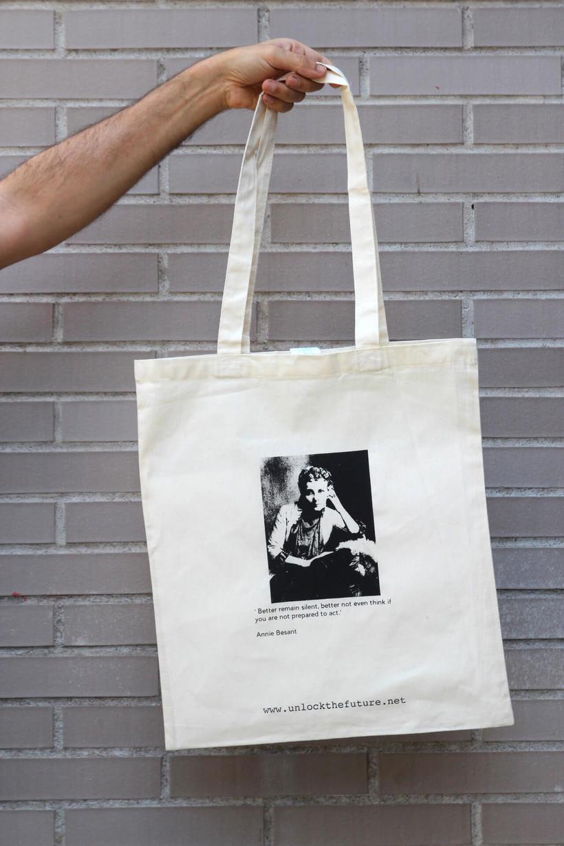 Estampación Tote Bags para el proyecto feminista www.unlockthefuture.net 1