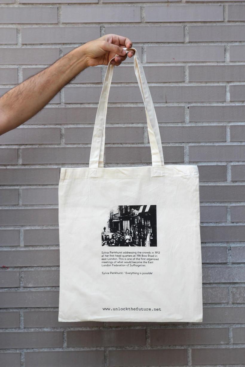 Estampación Tote Bags para el proyecto feminista www.unlockthefuture.net 4
