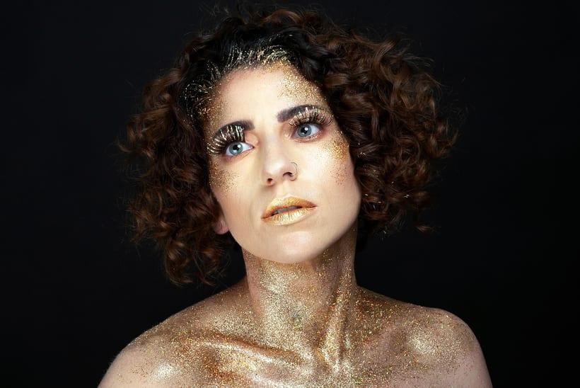 Golden Daniela 0