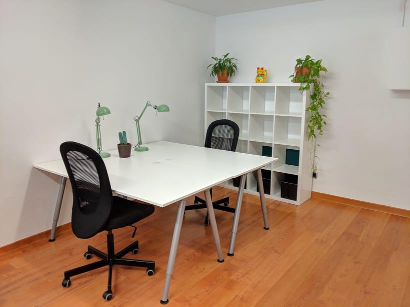 Se alquilan 2 mesas en estudio Barcelona, Sants Estació 2