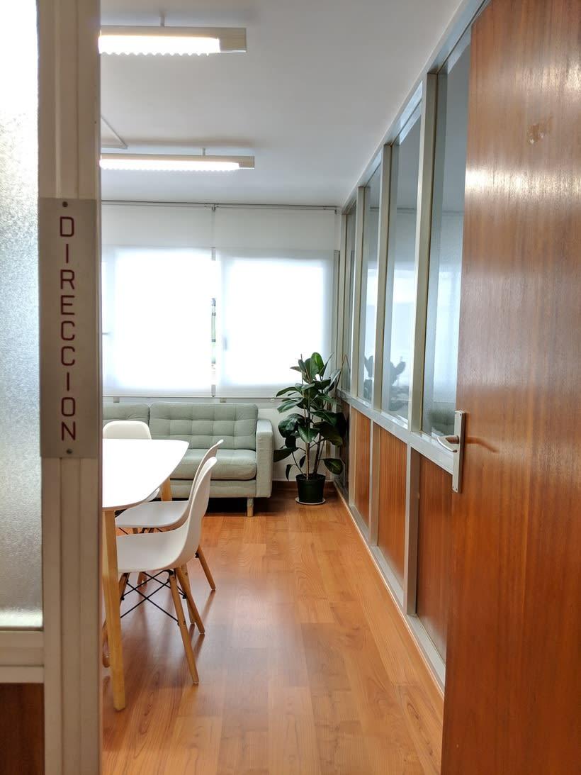Se alquilan 2 mesas en estudio Barcelona, Sants Estació 3