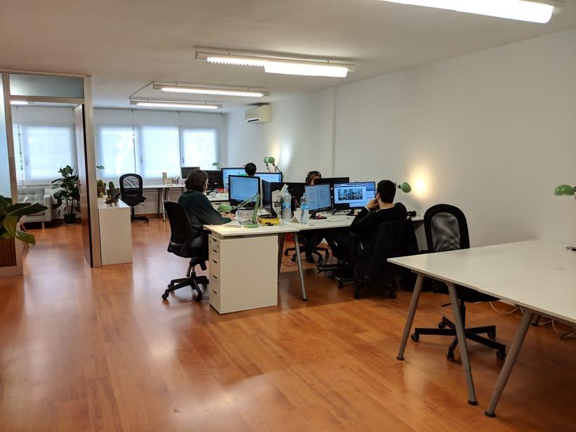 Se alquilan 2 mesas en estudio Barcelona, Sants Estació 4