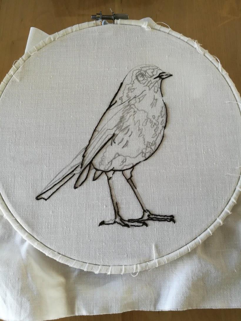 Mi Proyecto del curso: Pintar con hilo: técnicas de ilustración textil, Aquí esta mi petirrojo listo para volar 0