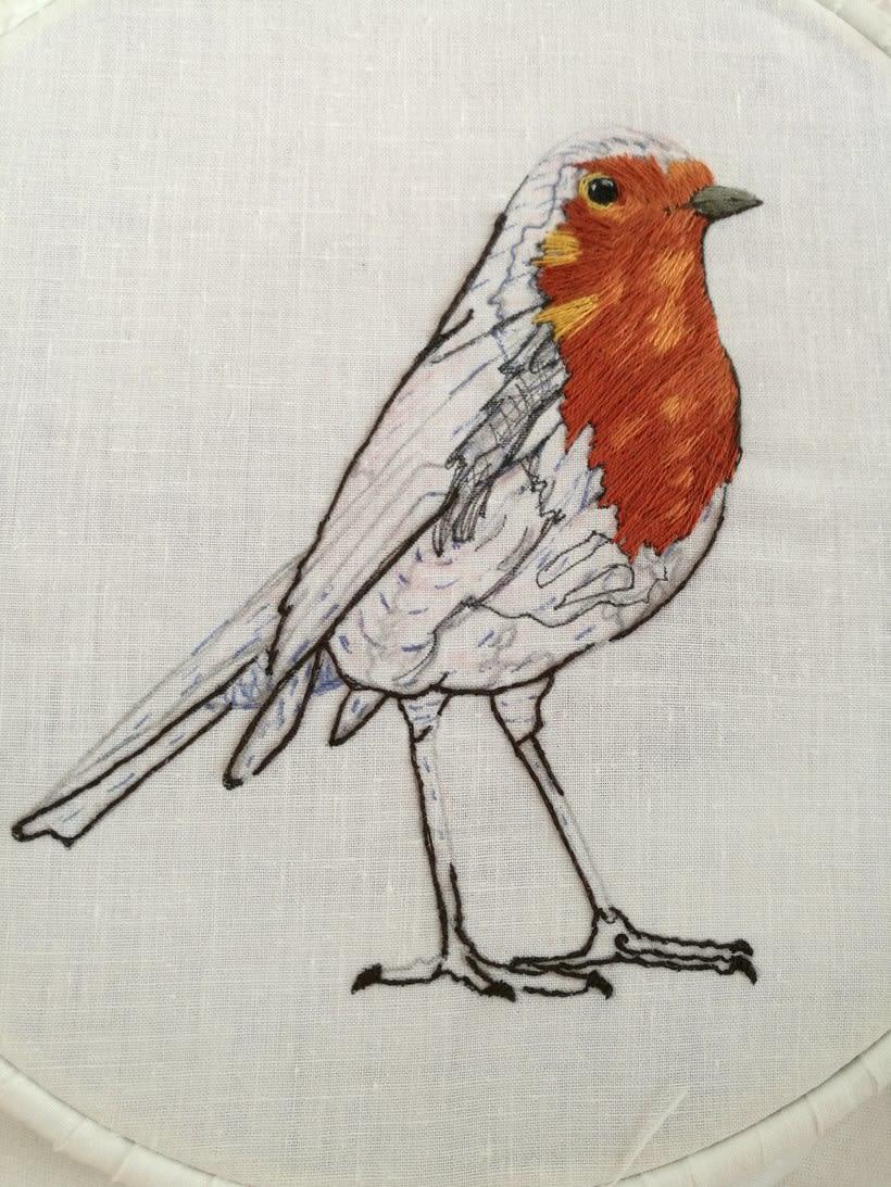 Mi Proyecto del curso: Pintar con hilo: técnicas de ilustración textil, Aquí esta mi petirrojo listo para volar 2