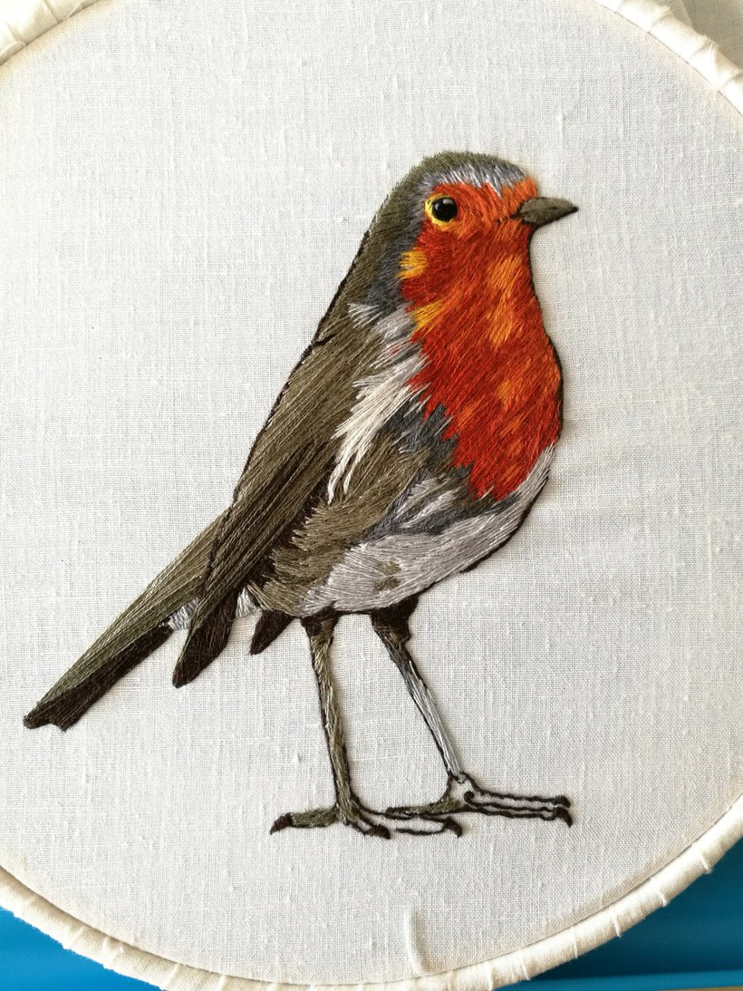 Mi Proyecto del curso: Pintar con hilo: técnicas de ilustración textil, Aquí esta mi petirrojo listo para volar 4