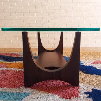Mesa Alvorada. Un proyecto de Diseño de muebles, Diseño industrial, Diseño de interiores y Carpintería de Estudio Caribe - 23.03.2020