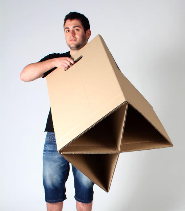 Silla y escritorio de cartón | Domestika